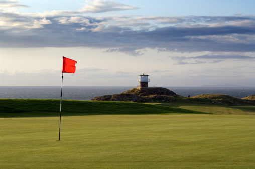 Sports Flag「Red flag on Golf Course, Wales」:スマホ壁紙(19)