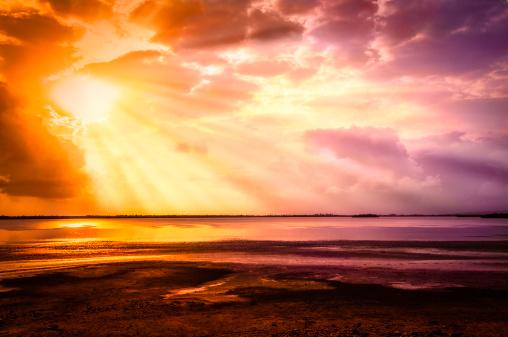 Island「Mystical sun rays from a cloudy morning sky」:スマホ壁紙(18)