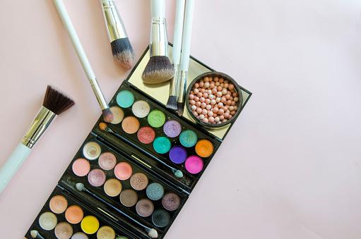 おしゃれ「Eye shadow palette and make-up brushes」:スマホ壁紙(16)