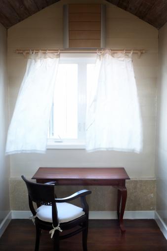 Wind「Wind blowing through open window above desk」:スマホ壁紙(9)