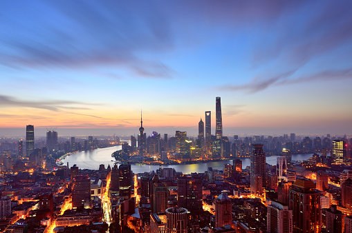 The Bund「Shanghai Skyline in Dramatic Sky at Dawn」:スマホ壁紙(18)
