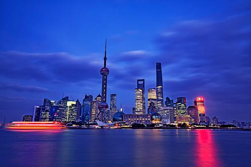 秋「夕暮れ時、中国上海のスカイライン」:スマホ壁紙(16)