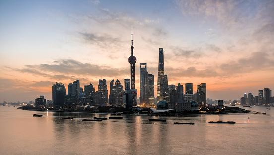 Shanghai「Shanghai skyline and Shanghai tower at dawn」:スマホ壁紙(6)