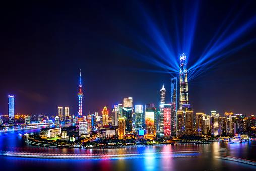 The Bund「Shanghai skyline at night with spotlights」:スマホ壁紙(12)