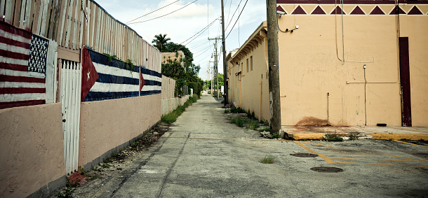 Housing Project「American and Cuban flags」:スマホ壁紙(6)