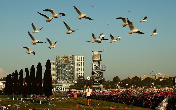 Flemington Racecourse「Revellers Enjoy Stakes Day Festivities」:写真・画像(8)[壁紙.com]