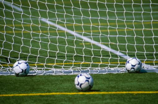 Goal Post「Three soccer / footballs」:スマホ壁紙(13)