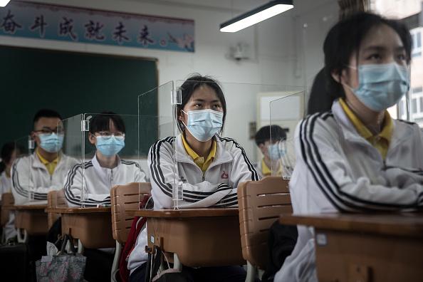 University「Senior High School Graduation Class Reopen In Wuhan After Months-Long Lockdown」:写真・画像(14)[壁紙.com]