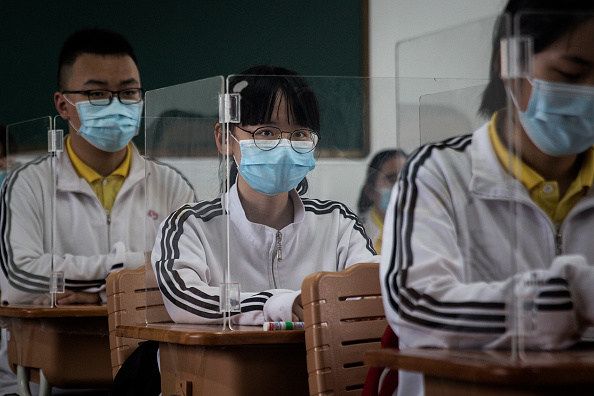 Classroom「Senior High School Graduation Class Reopen In Wuhan After Months-Long Lockdown」:写真・画像(15)[壁紙.com]