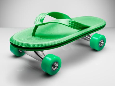 Flip-Flop「Beach shoe attached to skateboard wheels」:スマホ壁紙(5)