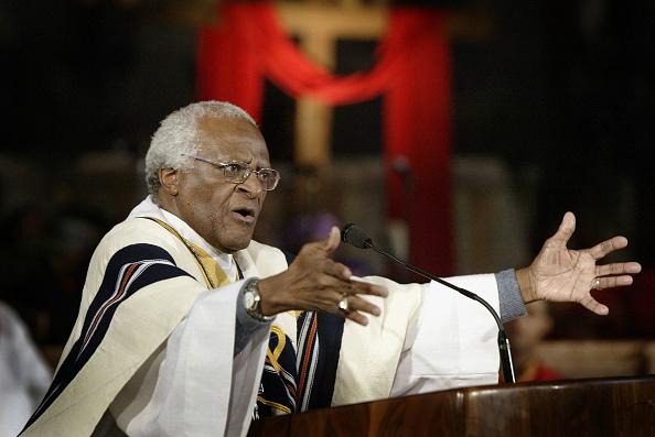 Archbishop「Archbishop Desmond Tutu Holds Palm Sunday Service」:写真・画像(2)[壁紙.com]