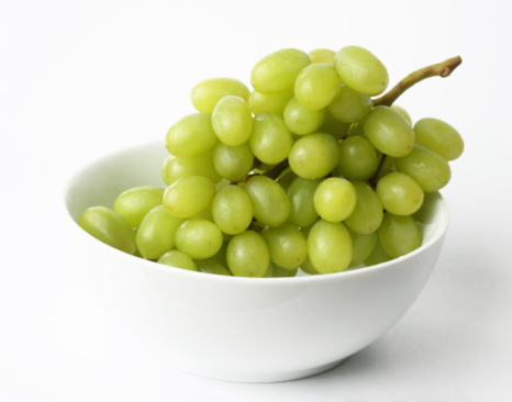 Grape「Bunch of green grapes in white bowl」:スマホ壁紙(17)