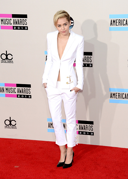 Versace Versus「2013 American Music Awards - Arrivals」:写真・画像(17)[壁紙.com]