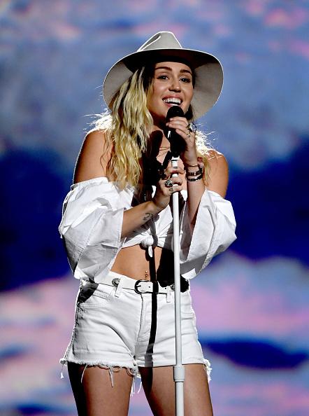 Performance「2017 Billboard Music Awards - Show」:写真・画像(1)[壁紙.com]