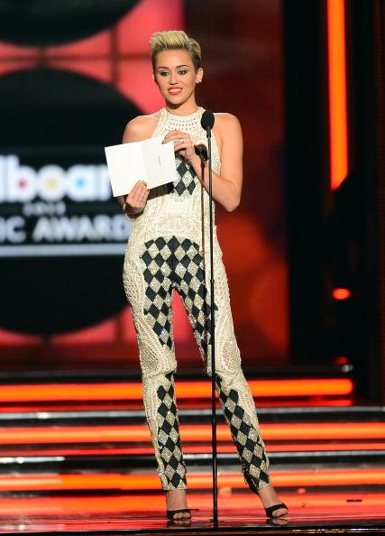 Halter Top「2013 Billboard Music Awards - Show」:写真・画像(11)[壁紙.com]