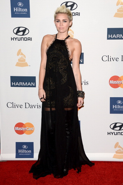 "Floor Length「Clive Davis & The Recording Academy's 2013 Pre-GRAMMY Gala And Salute To Industry Icons Honoring Antonio ""L.A."" Reid - Arrivals」:写真・画像(3)[壁紙.com]"