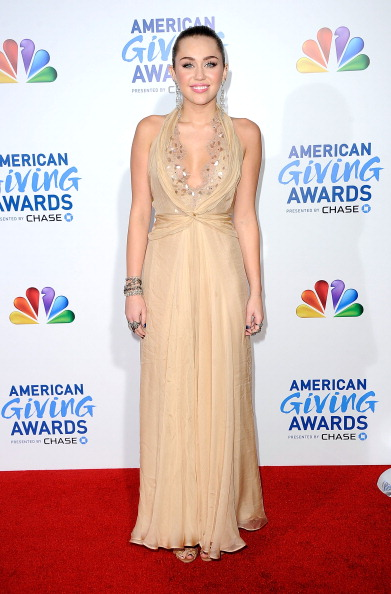 Nude Colored Dress「American Giving Awards Presented By Chase - Arrivals」:写真・画像(15)[壁紙.com]