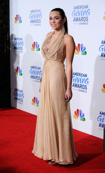 Nude Colored Dress「American Giving Awards Presented By Chase - Arrivals」:写真・画像(17)[壁紙.com]