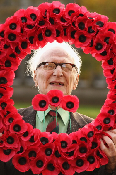 Petal「The Highland Fusiliers Launch The Scottish Poppy Appeal」:写真・画像(11)[壁紙.com]