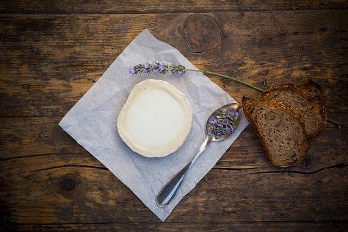 French Culture「French goat cheese, Potatoe walnut baguette and lavender on spoon」:スマホ壁紙(10)