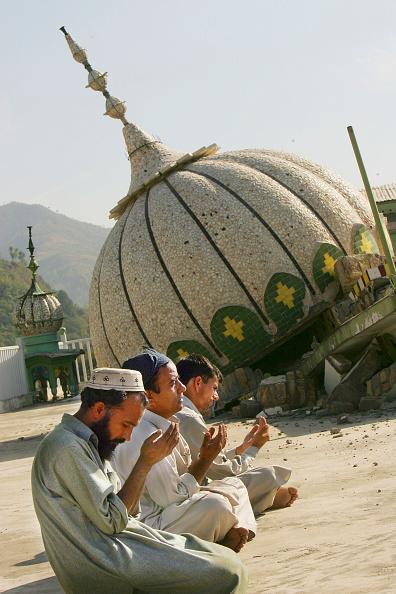 Skull Cap「Earthquake Victims Struggle To Survive As Rescue Efforts Continue」:写真・画像(1)[壁紙.com]