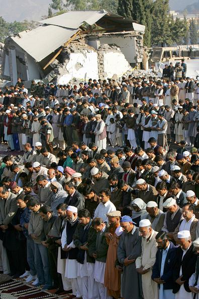 Skull Cap「Earthquake Survivors Mark of End of Ramadan With Eid-Ul-Fitr」:写真・画像(6)[壁紙.com]