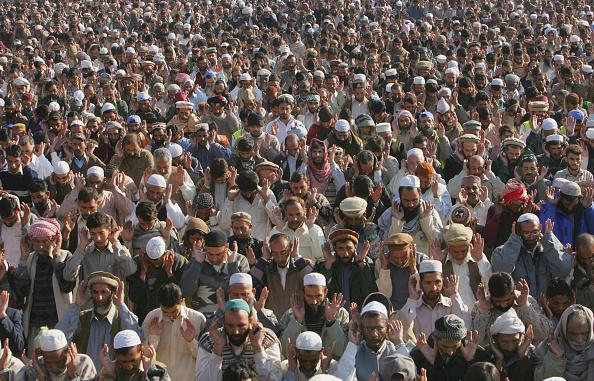Skull Cap「Earthquake Victims Celebrate Eid-Ul-Fitr」:写真・画像(2)[壁紙.com]