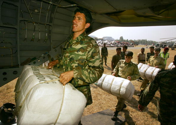 Pakistan「U.S. Military Continues Relief Effort After Earthquake」:写真・画像(1)[壁紙.com]