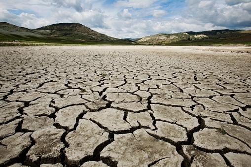 Turkey - Middle East「A lonely cracked earth desert floor」:スマホ壁紙(6)