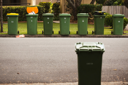 Focus On Background「Rubbish Bins On A Curb In A Residential Area」:スマホ壁紙(12)