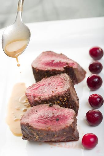 Venison「Pouring au jus on a plate of venison steaks」:スマホ壁紙(7)
