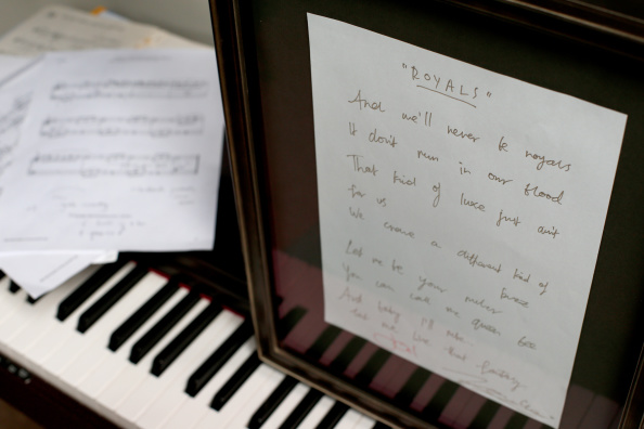 "Writing「Handwritten ""Royals"" Lyrics By Lorde Go To Auction」:写真・画像(19)[壁紙.com]"