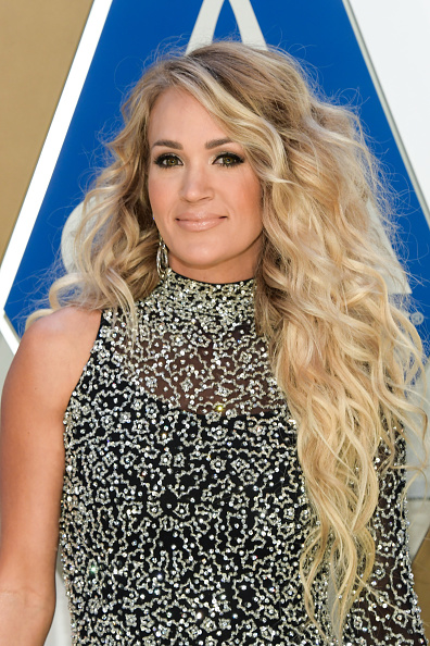Carrie Underwood「The 54th Annual CMA Awards - Arrivals」:写真・画像(15)[壁紙.com]