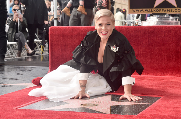 Pink Color「Pink Honored With Star On The Hollywood Walk Of Fame」:写真・画像(19)[壁紙.com]