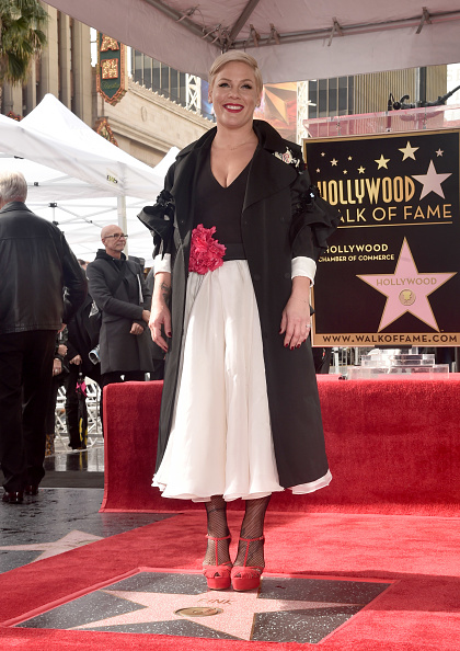 Pink Color「Pink Honored With Star On The Hollywood Walk Of Fame」:写真・画像(12)[壁紙.com]