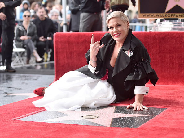 Pink Color「Pink Honored With Star On The Hollywood Walk Of Fame」:写真・画像(3)[壁紙.com]