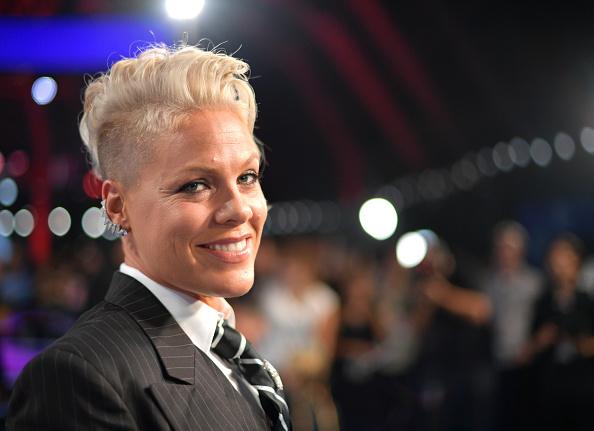 Pink - Singer「2017 MTV Video Music Awards - Red Carpet」:写真・画像(4)[壁紙.com]