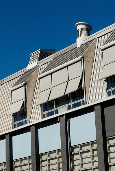 Sunny「Window sunshades on a modern office building, Deptford, South-East London, UK」:写真・画像(2)[壁紙.com]