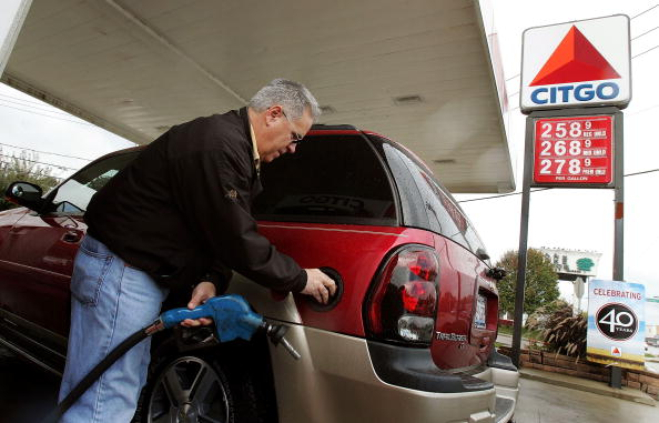 Refueling「Average U.S. Gas Prices Drop 25 Cents」:写真・画像(4)[壁紙.com]