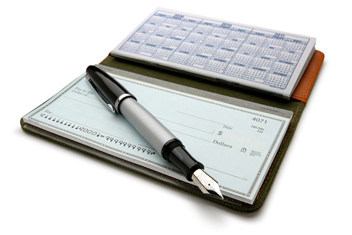 Currency「Open checkbook and fountain pen on white background」:スマホ壁紙(17)