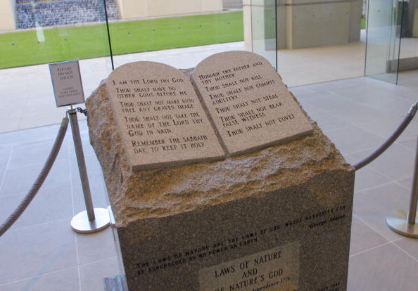 Architectural Feature「Ten Commandments Memorial Ordered Removed In Alabama」:写真・画像(5)[壁紙.com]