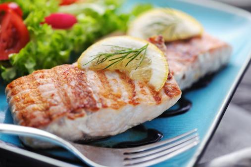 Main Course「Grilled Salmon steak with fresh salad and balsamic vinegar sauce」:スマホ壁紙(10)
