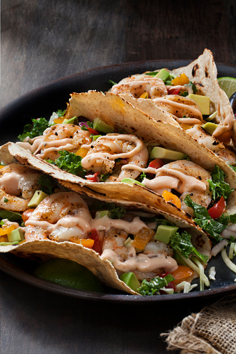 Chili Sauce「Grilled Salmon Tacos with Avocado Fresh Salsa and Kale Coleslaw」:スマホ壁紙(17)