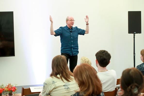 ピューリッツァー賞「Jerry Saltz, Pulitzer Prize-Winning New York Magazine Senior Art Critic, Gives A Talk At The 2018 Frieze Art Fair」:写真・画像(2)[壁紙.com]