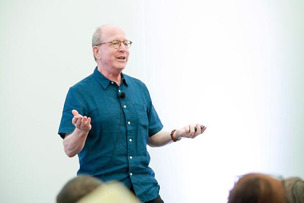 ピューリッツァー賞「Jerry Saltz, Pulitzer Prize-Winning New York Magazine Senior Art Critic, Gives A Talk At The 2018 Frieze Art Fair」:写真・画像(8)[壁紙.com]