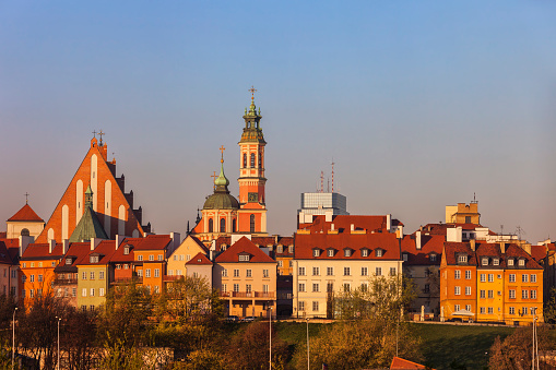 Row House「Old Town houses and churches at sunrise, Warsaw, Poland」:スマホ壁紙(10)