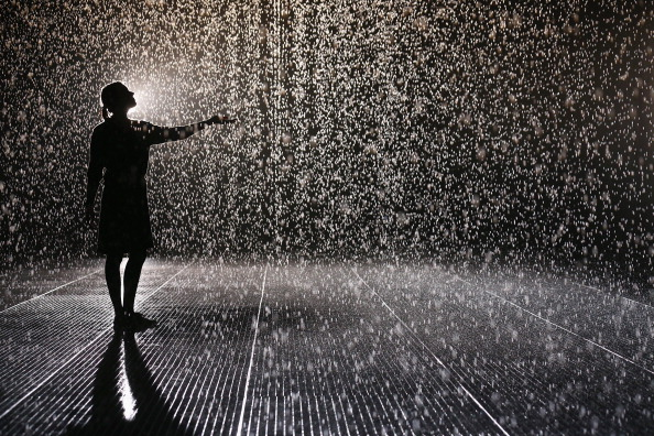 Installing「The Rain Room Is Unveiled At The Curve Inside The Barbican Centre」:写真・画像(18)[壁紙.com]