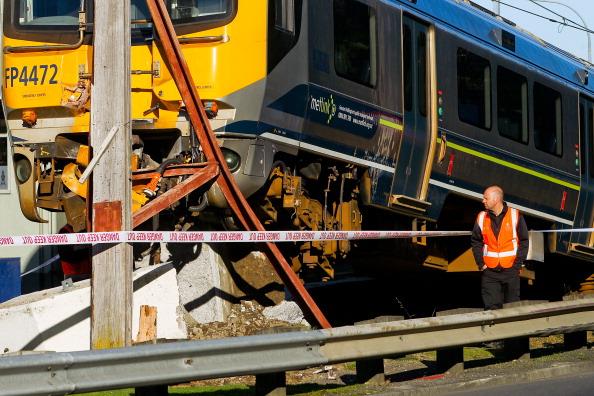Land Vehicle「Commuter Train Derails After Hitting A Pole In Wellington」:写真・画像(15)[壁紙.com]
