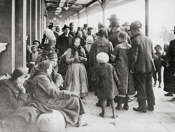 Transportation「Refugees at station near German-Polish boarder」:写真・画像(7)[壁紙.com]