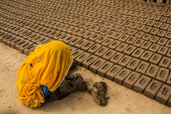 Village「Laborers Make Bricks In India」:写真・画像(18)[壁紙.com]